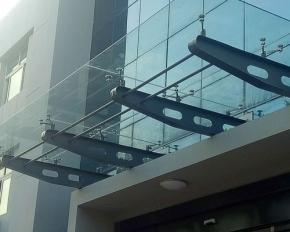 烟台玻璃雨棚